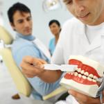 הרופא מתאים את מבנה השיניים לפי החניכיים