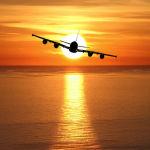 מטוס נוסעים, טס מעל לים אל עבר השקיעה